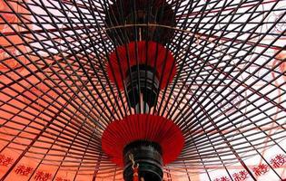 bajo el paraguas japonés foto