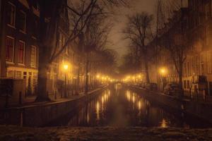 canal de amsterdão à noite
