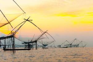 la captura de peces de los pescadores foto