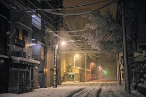 la nevada y el hogar en tokio por la noche, japón foto