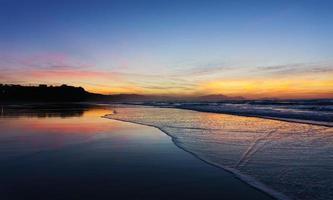 pôr do sol na praia de sopelana