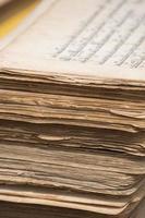 pilha de manuscritos tibetanos antigos