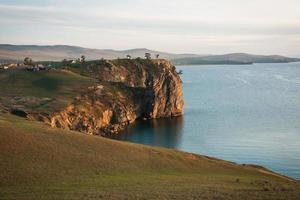 paisaje con lago baikal, rusia
