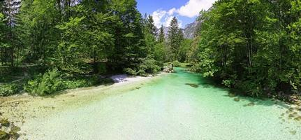 Río Sava Bohinjka en Alpes Julianos, Eslovenia