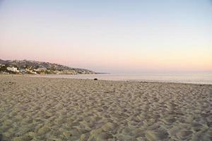 playa principal al atardecer