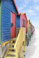 cabañas de colores en la playa foto