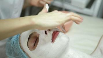 trattamenti per il viso al salone di bellezza