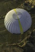 balão e paisagem vista de cima de uma vista elevada