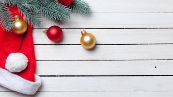 sombrero de Papá Noel y burbujas navideñas