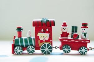 tren de juguete de navidad foto