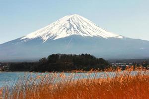 kawaguchiko lake with fuji mountain background