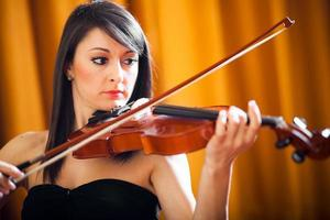 Woman playing the violin photo