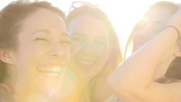 retrato de amigas nas férias de verão juntas