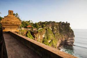 Vista de un acantilado en Bali, Indonesia. foto
