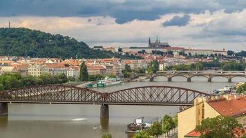 vista de praga timelapse do deck de observação de visegrad. Praga. República Checa