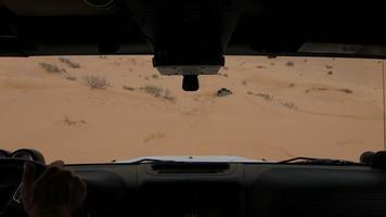 guida fuoristrada nel deserto del Sahara
