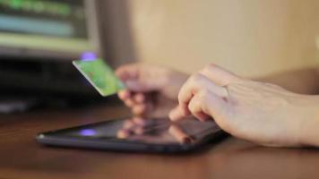 fare acquisti online a casa