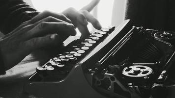 ttypage sur une vieille machine à écrire