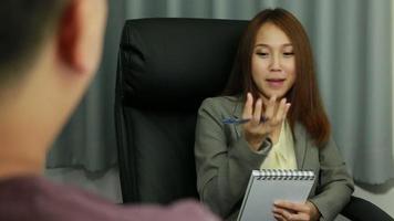 donna d'affari video