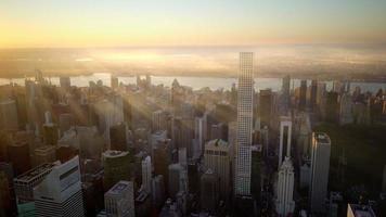 adembenemend uitzicht op de moderne metropool bij zonsondergang