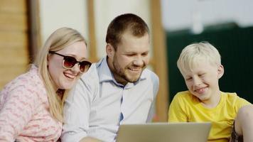 vídeo chat em família no piquenique