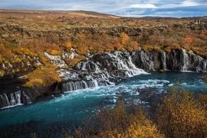 cascada de hraunfossar, islandia