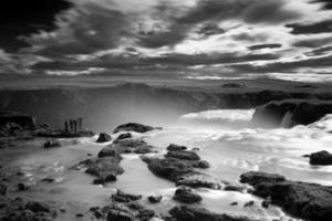 cascada de godafoss en islandia foto