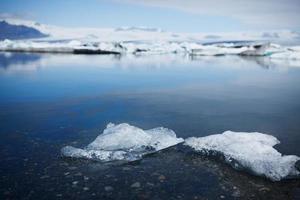 detalhe de pequeno iceberg - lago glacial jokulsarlon, Islândia