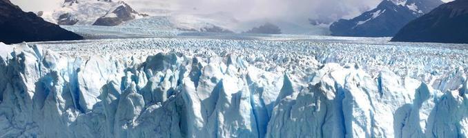 Perito Moreno glacier close to el Calafate photo