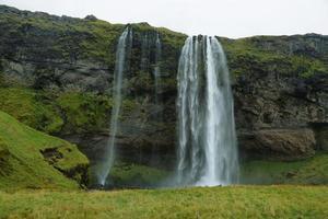 Seljalandfoss waterfall photo