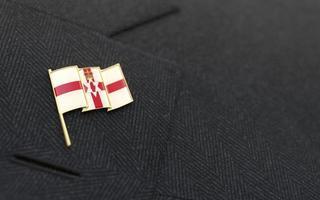 distintivo de lapela com a bandeira da Irlanda do Norte no colarinho