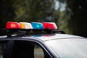 luces en un coche de policía foto