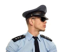 retrato, de, policía, en, gafas de sol foto