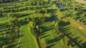 noche escénica vista aérea del campo de golf