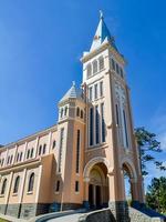 iglesia del pollo - da lat, vietnam