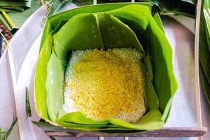 """envoltura de """"pastel chung"""" - comida tradicional vietnamita."""