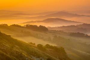 paisaje de colinas toscanas