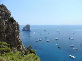Farglioni en la isla de Capri, Italia