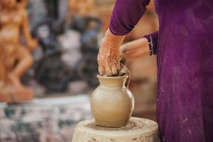 creación de olla de barro tradicional vietnam
