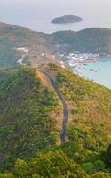 Vista aérea de los barcos de pesca Nam du Islands, Kien Giang.