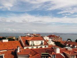 Mirando el paisaje urbano de Lisboa, Portugal, el suroeste de Europa