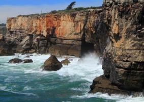 formações de penhascos acidentados, costa atlântica, portugal