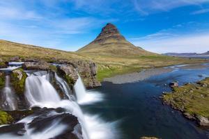 o icônico kirkjufell na Islândia