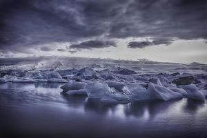 Glacier Lake - Iceland - The blue hour