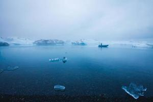 bela imagem vibrante da geleira islandesa e da lagoa glaciar