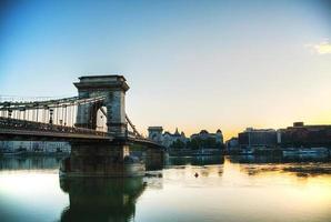 Puente de las cadenas szechenyi en Budapest, Hungría