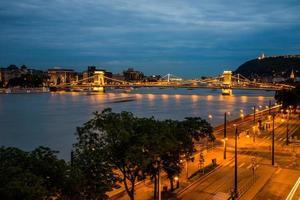 puente de las cadenas de budapest, vista nocturna