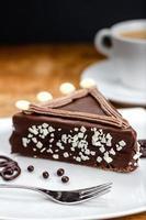 pastel de chocolate con cereza