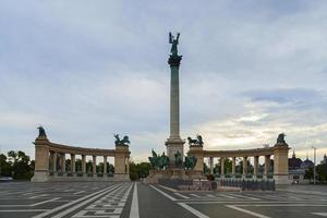 heroes square photo