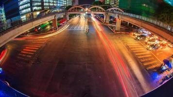 lapso de tempo do trânsito na encruzilhada da cidade de Yangon na noite da cidade de Yangon, myanmar